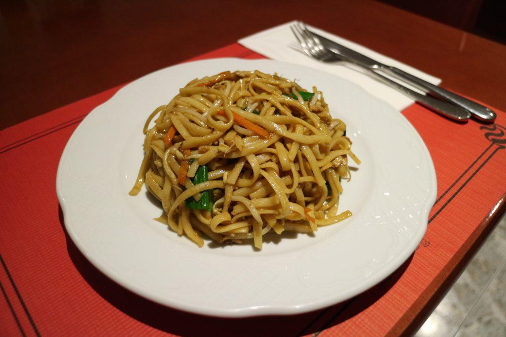 Tallarines con pollo restaurante china city